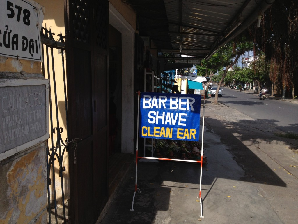 ear cleaning in Vietnam