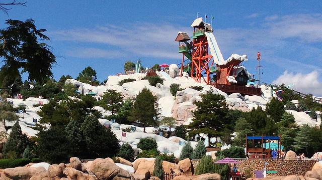 Summit Plummet at Blizzard Beach, Orlando, Florida (credit: http://laughingsquid.com/wp-content/uploads/2013/11/20131122-13302709-top.jpg)