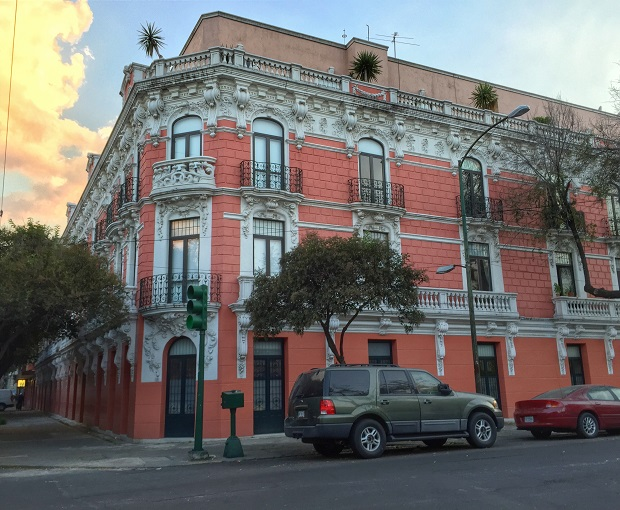 beautiful building in roma norte, mexico city