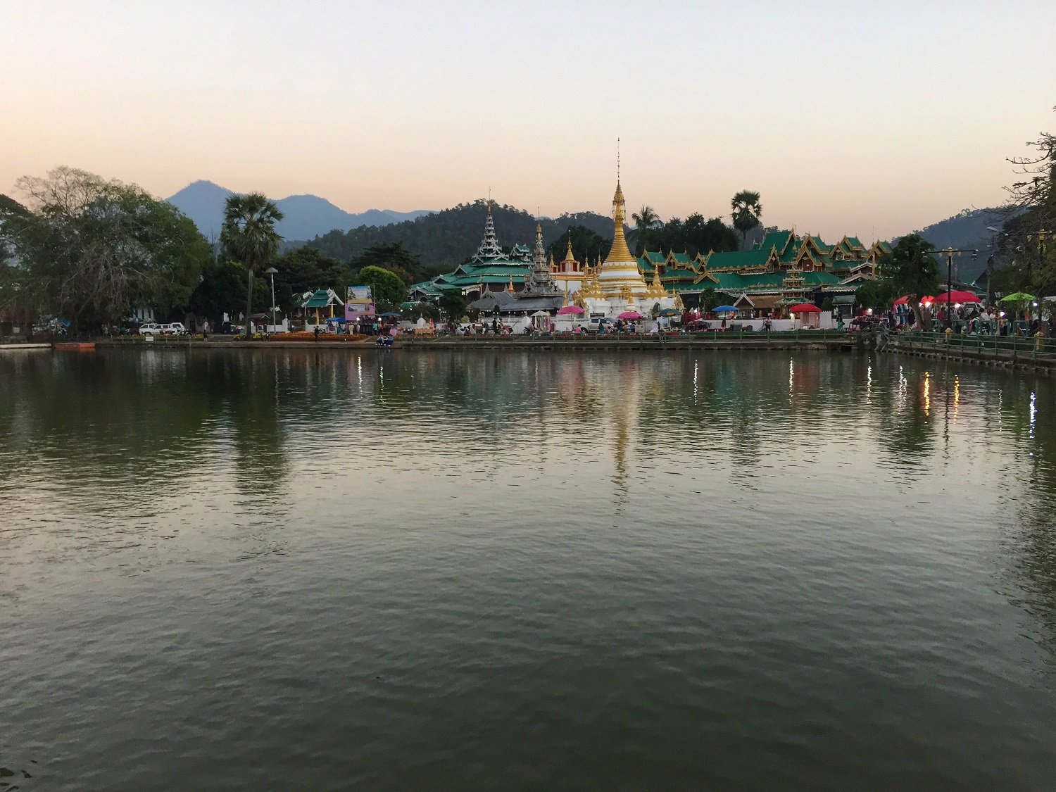 lake in mae hong son