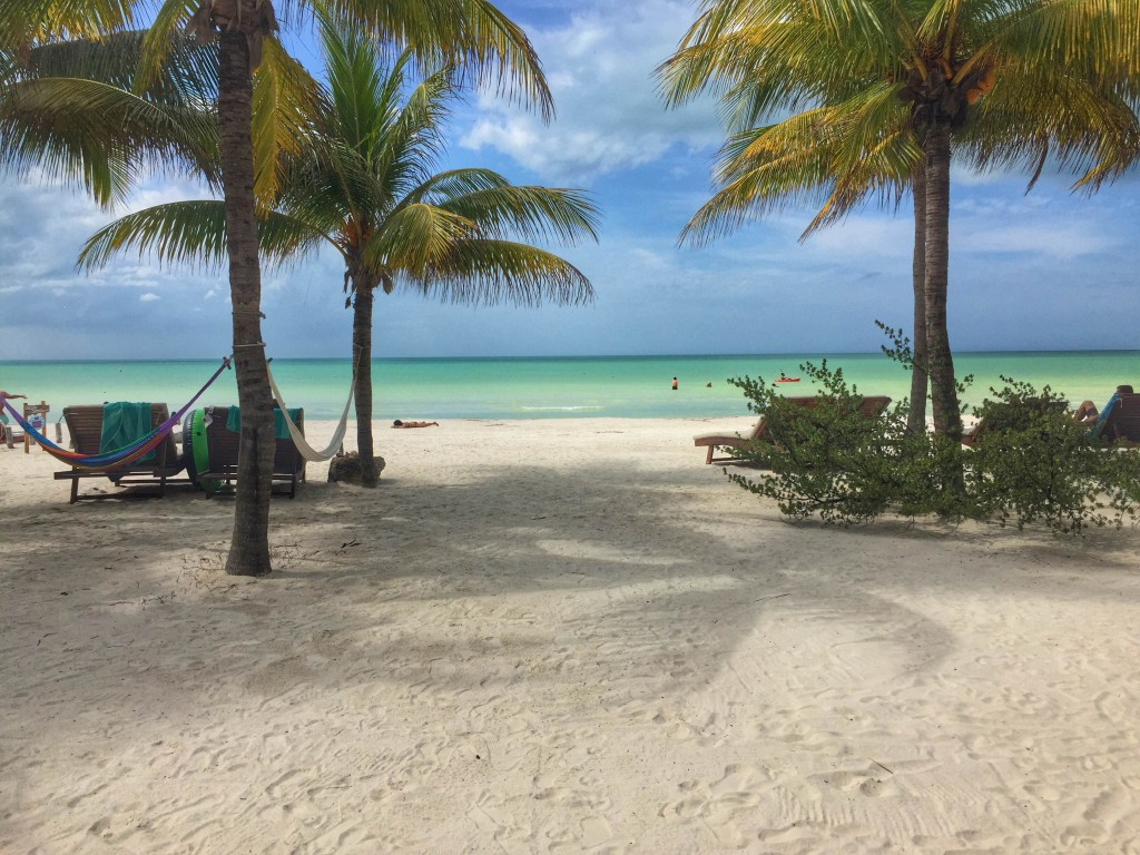 what is the beach like in Holbox?