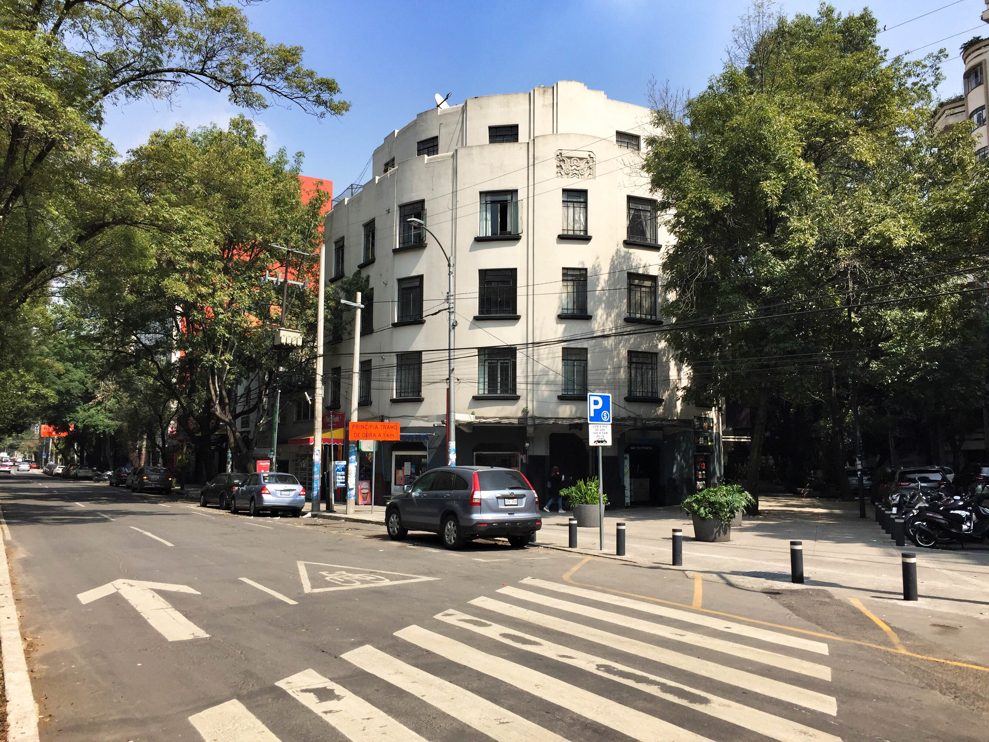 art deco building in Condesa