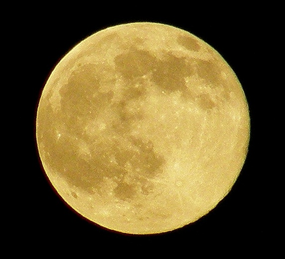 A picture of a full moon