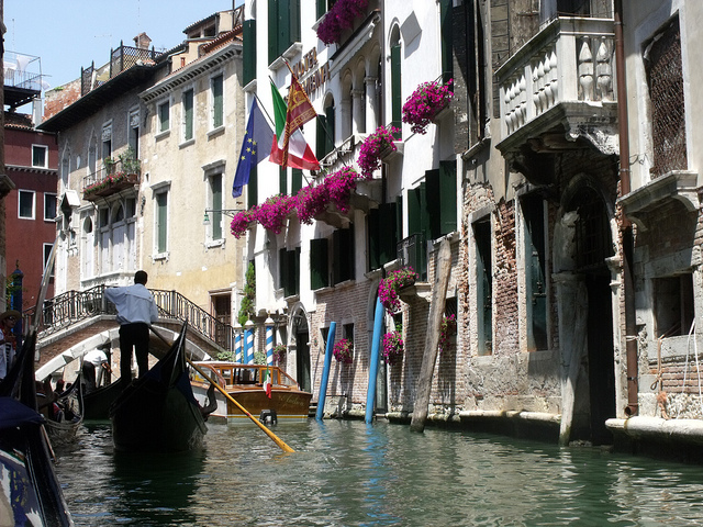 Gondola Rides In Venice: A Perfect Way To Spend Valentine's Day In Europe!