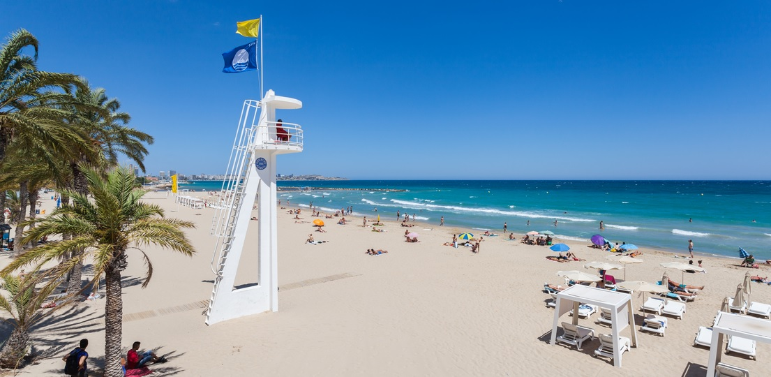 The beaches in and around Alicante are some of the best beaches in the Costa Blanca by far...!