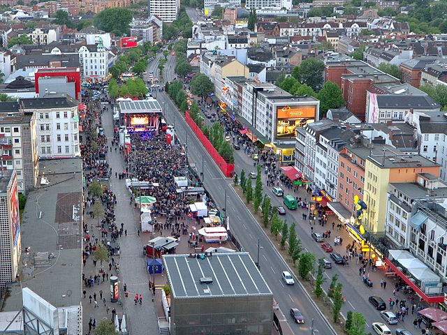 640px-Spielbudenplatz_Hamburg_St._Pauli