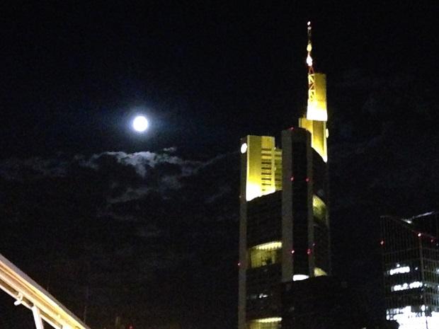 fullmoon in Frankfurt