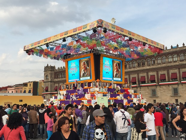 remembering the dead in Mexico City