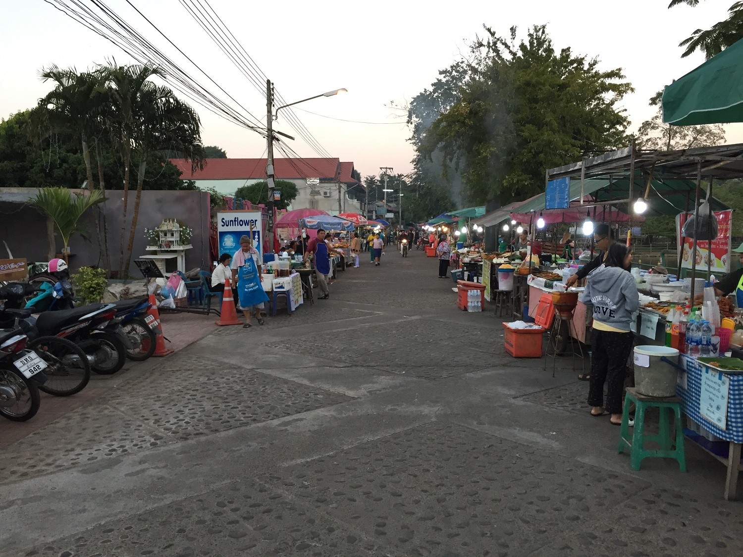night market in mae hong son