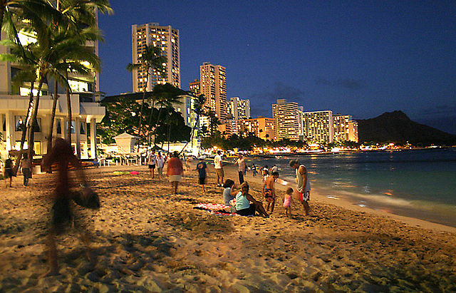 As the sun sets on Waikiki, it's time to go on a pub crawl in Honolulu ... photo by CC user Kelvin Kay on wikimedia