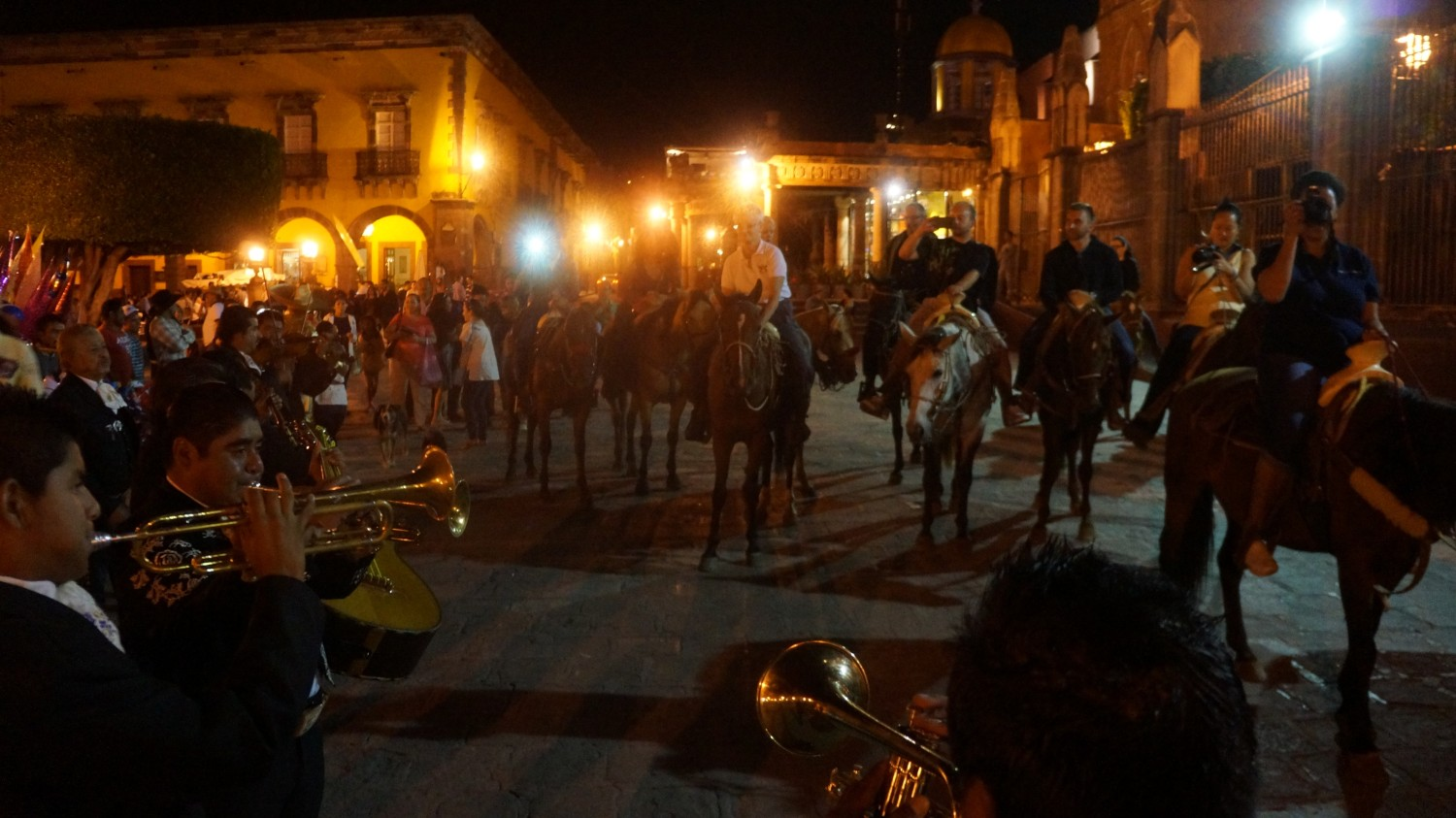 horseback riding in san miguel de allende in main square