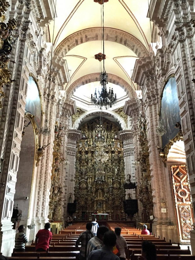 inside santa prisca church, Taxco