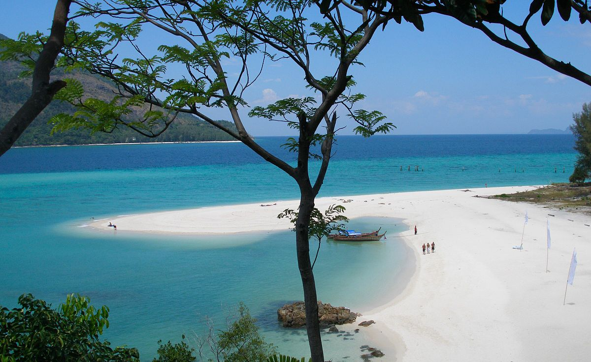 1200px-Koh_Lipe_island_coast